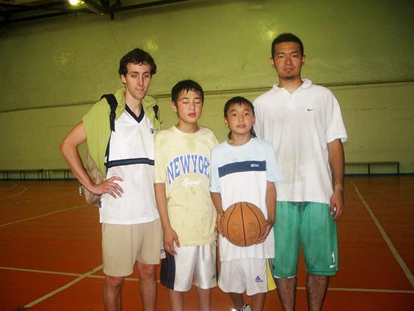 上原_モンゴル小学生へのバスケ教室