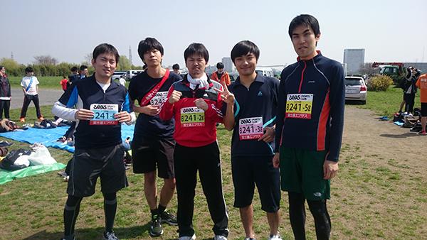 ㈭同好会:社内のジョギング好きが集まって、大会に参加したりしています。走った後のビールは最高です。